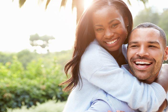 結婚する?しない?フリーランスが「結婚」について悩むことと解決策-1_r