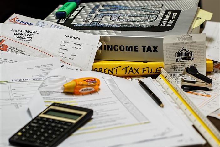 会社員が副業をする場合の税金について