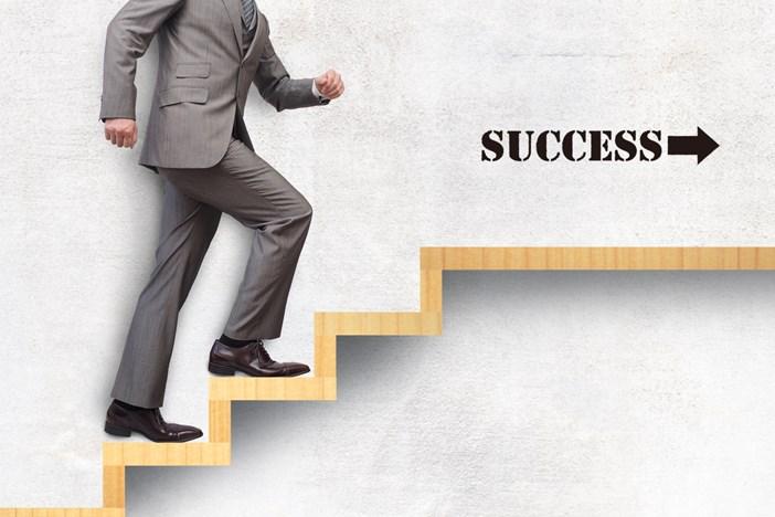 コンサルタントは営業するな!売れっ子コンサルタントになるための10のステップ
