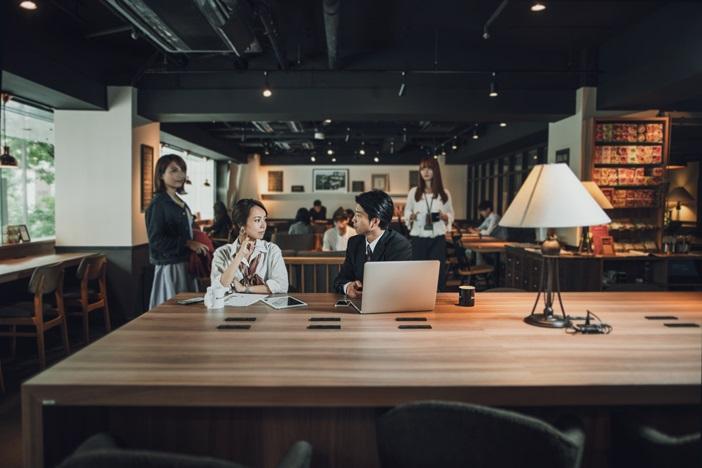 月に20万円以上も副業で稼いでいる人は、一体何をやっているのか。「副業マーケット」を考察する。