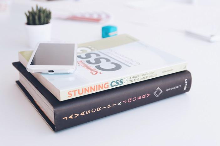 フリーランスとして活躍し続けるための4つのスキルアップ方法「有料メディア」「本」「オフライン勉強会」「オンラインサロン」
