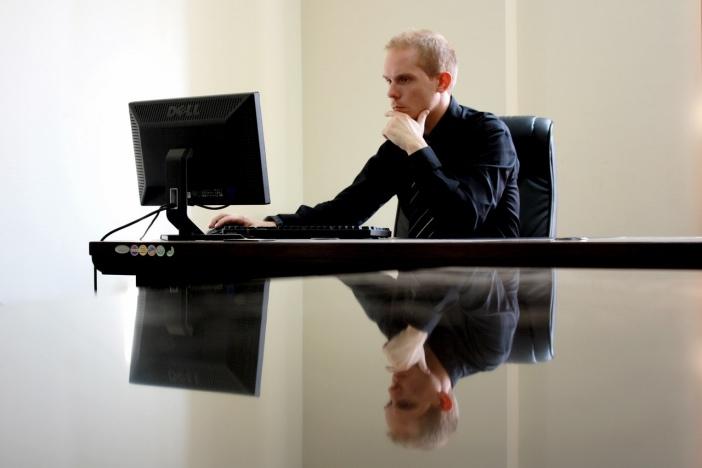 業務経験豊富な中高年が副業「Webライター」として必要とされる理由-1_r