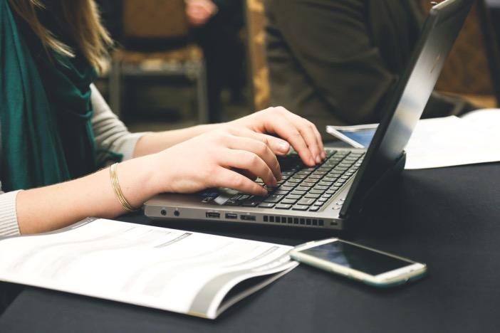 副業Webライターが本業の実務体験を書けば稼げてしまう簡単な理由。-1_r