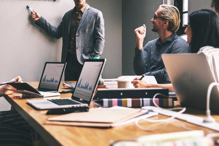 良い副業のコツはたったひとつ。「伸びている業界を選ぶ」こと。