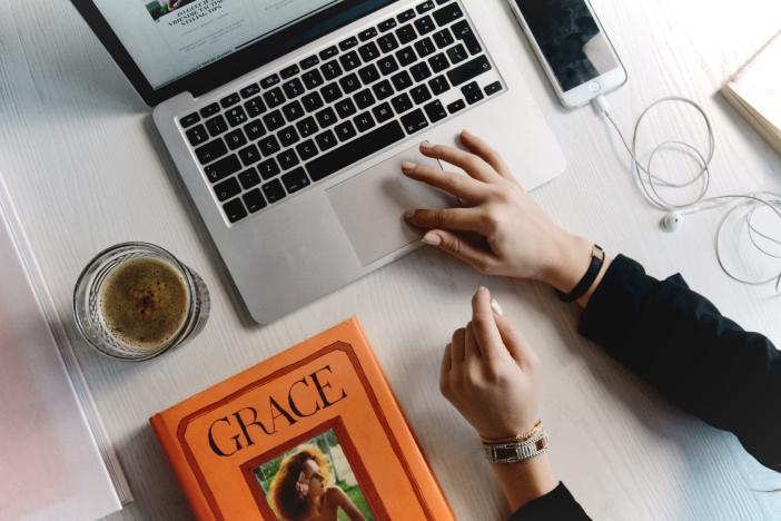 フリーランスの営業はオンライン・オフラインともに効率良くこなして、仕事に集中できる環境を作ろう-1_r