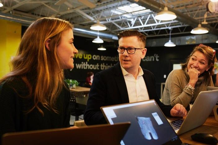 フリーランスの営業はオンライン・オフラインともに効率良くこなして、仕事に集中できる環境を作ろう