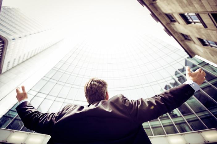 法改正や終身雇用崩壊で困窮するサラリーマンが副業を成功させる4つのポイント